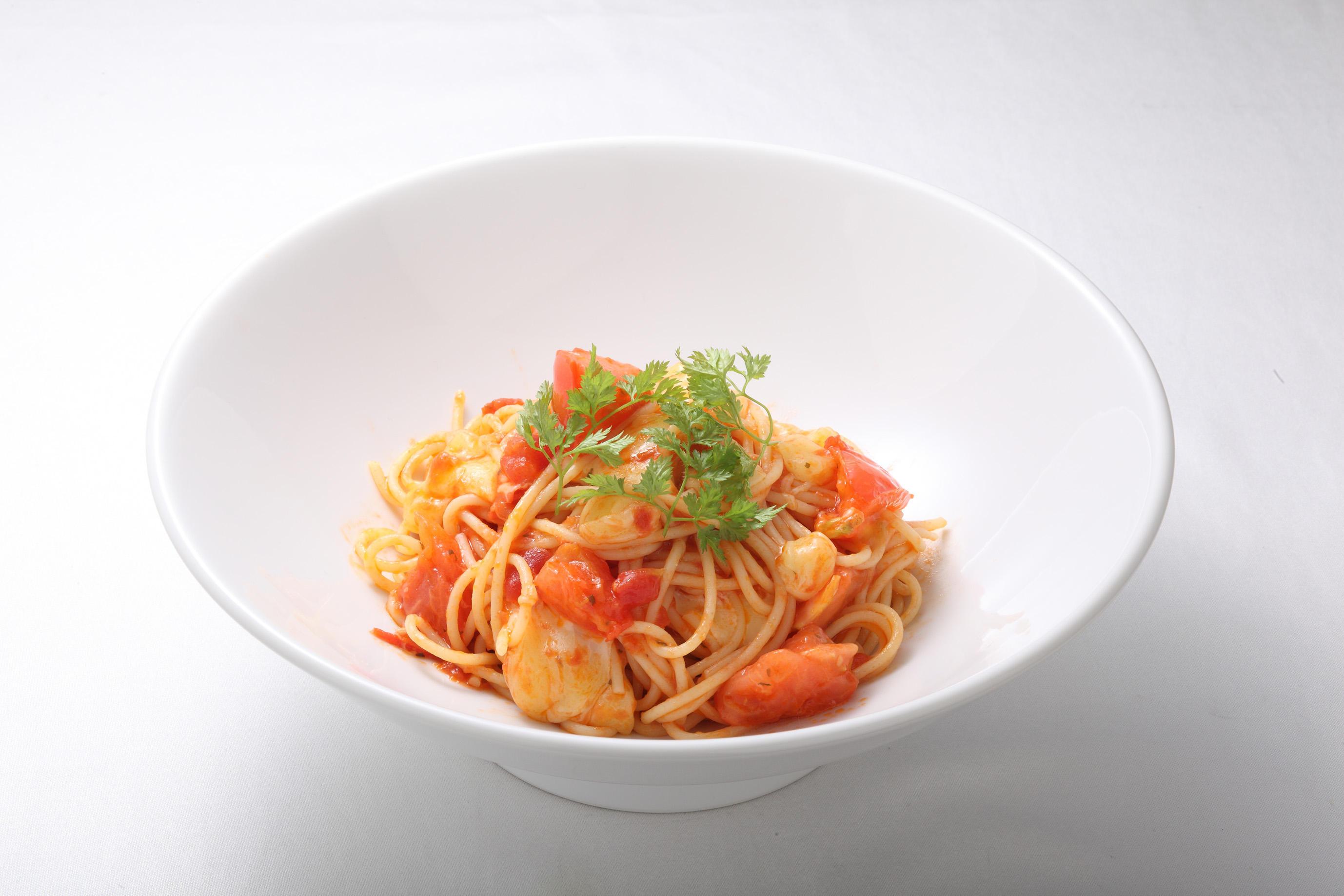 フレッシュトマトとモッツァレラチーズの<br>トマトソーススパゲティ